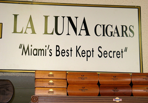 La Luna Cigars - Photo 4 - Signage